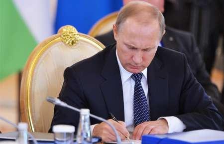 Путин подписал закон о продлении программы маткапитала до конца 2021 года